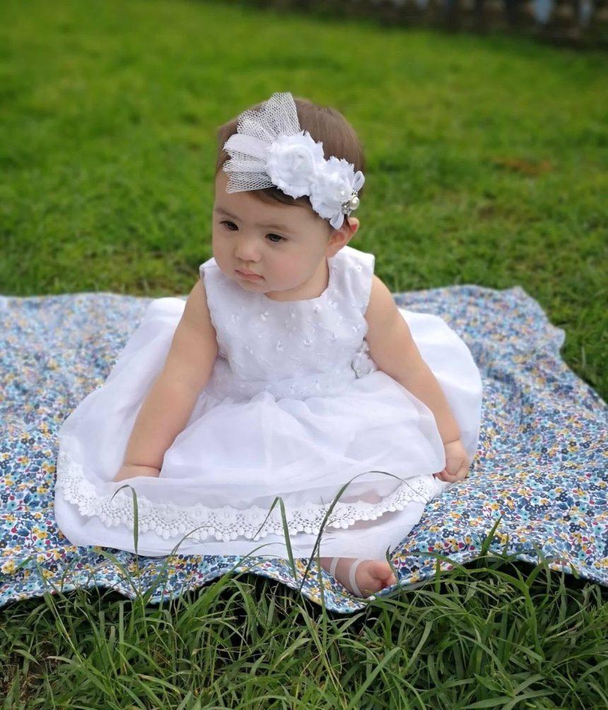 Vincha Blanca con Flores y Lazo Briana