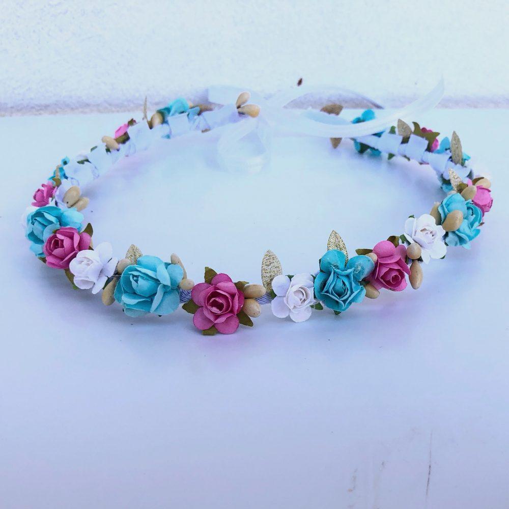 Corona Dorada, Blanca, Menta y Rosada con Flores