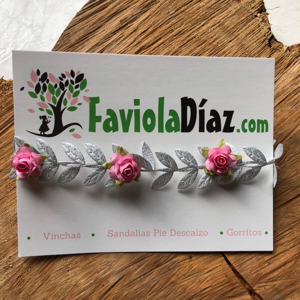 Vincha Plateada Griega con Flores Rosadas