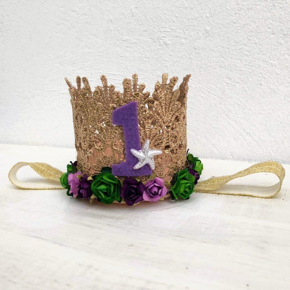 Vincha Corona Dorada de Cumpleaños de Sirena con Flores Moradas, Verdes y Estrella