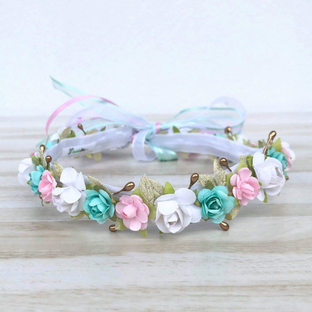 Corona Blanca, Rosada, Menta y Dorada con Flores