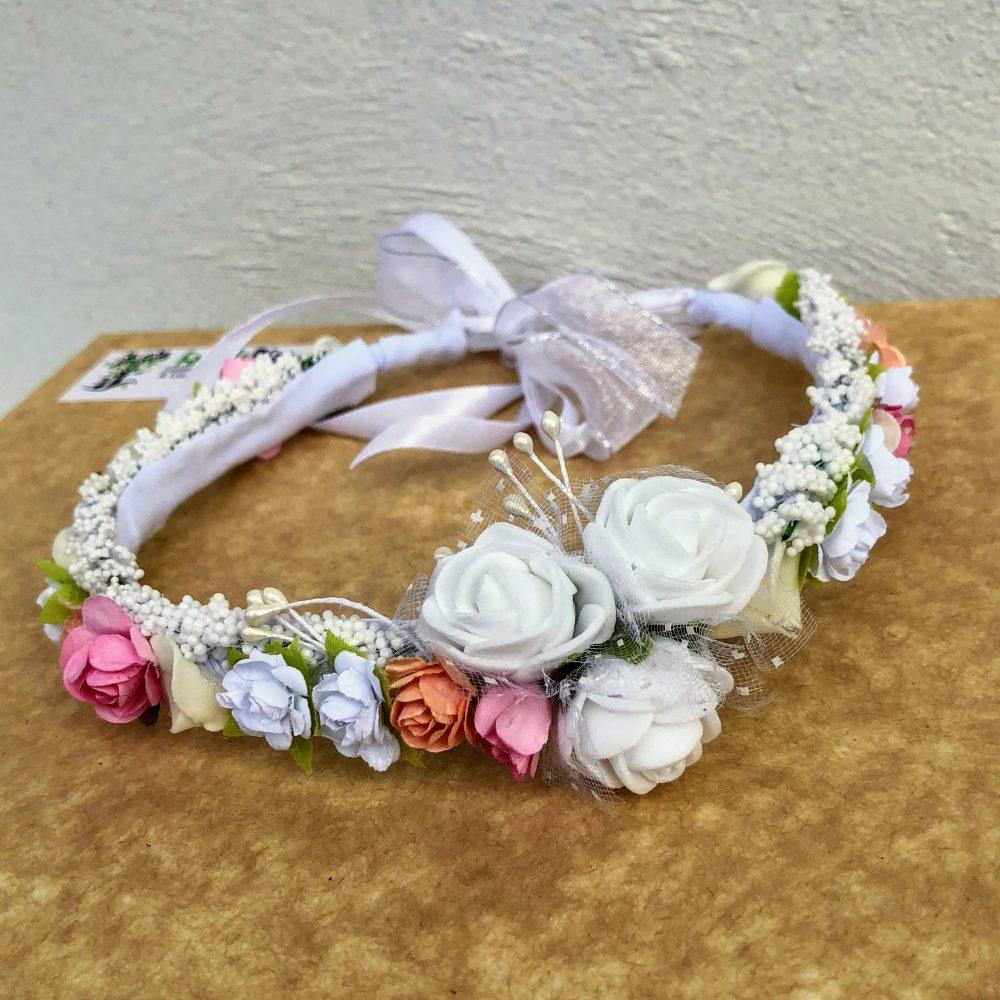 Corona Blanca, Anaranjada y Rosada con Flores