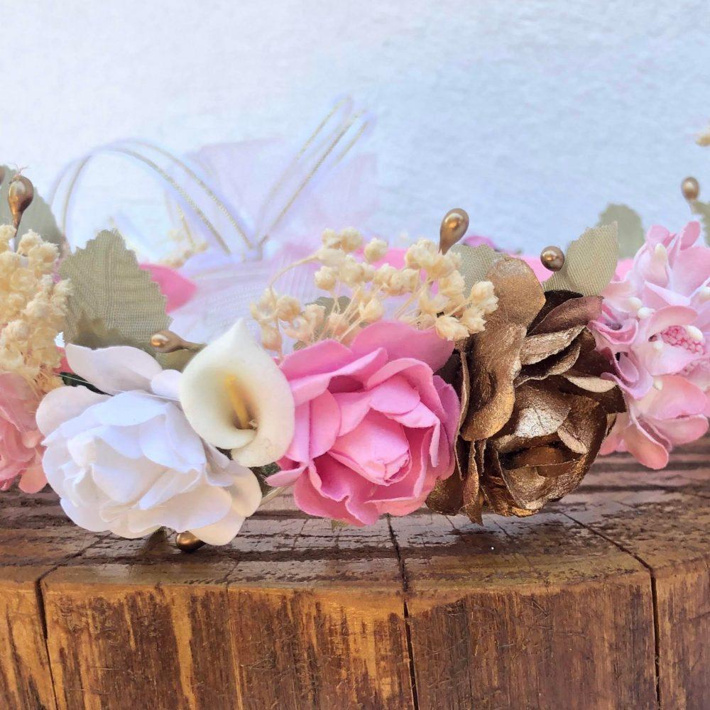 Corona Blanca, Beige y Rosada con Flores