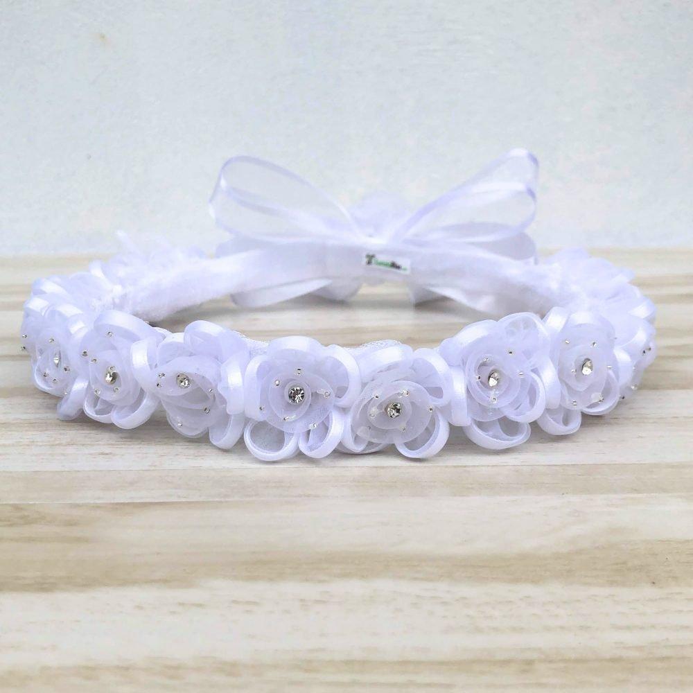 Corona Blanca con Flores Carrie