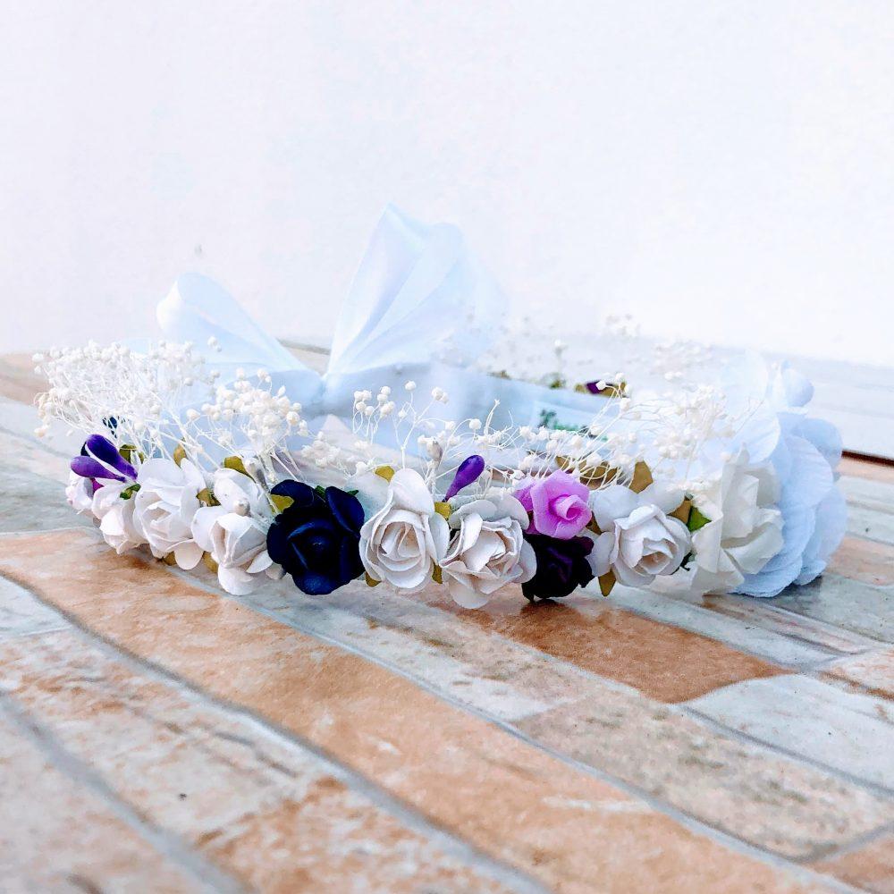 Corona Blanca Azul y Rosada con Flores