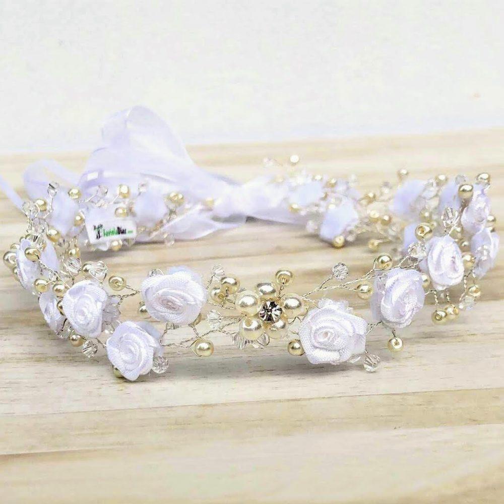 Corona Blanca con Flores y Perlas