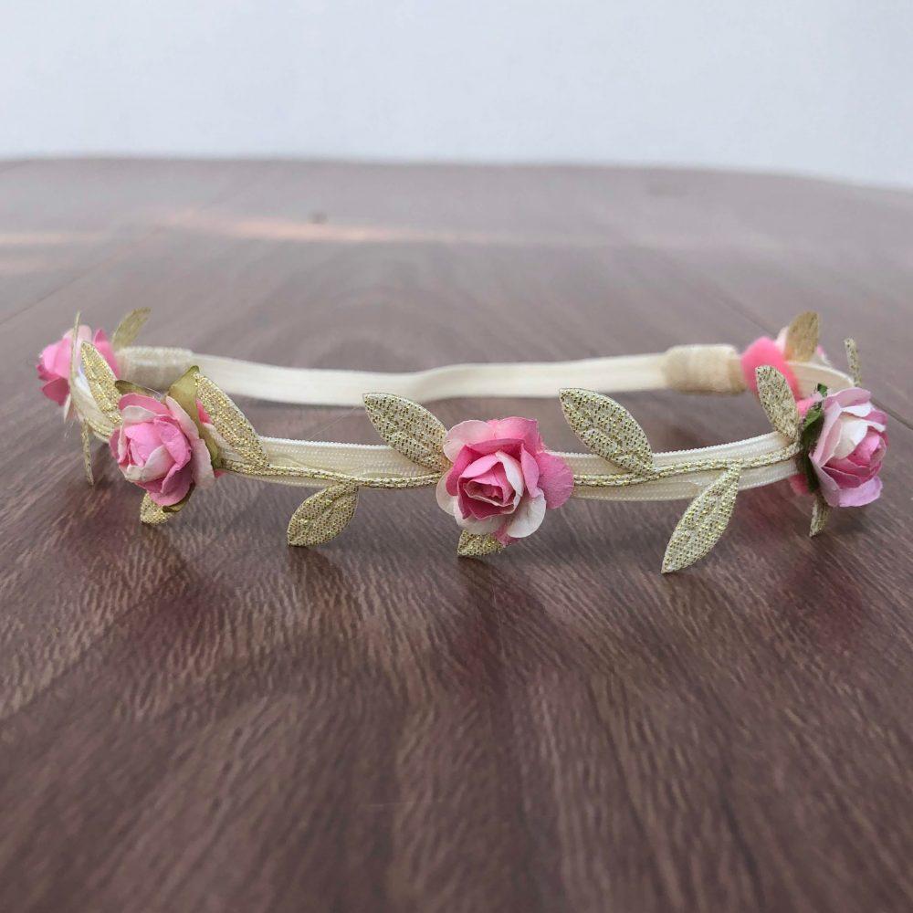 Vincha Dorada Griega con Flores Rosadas
