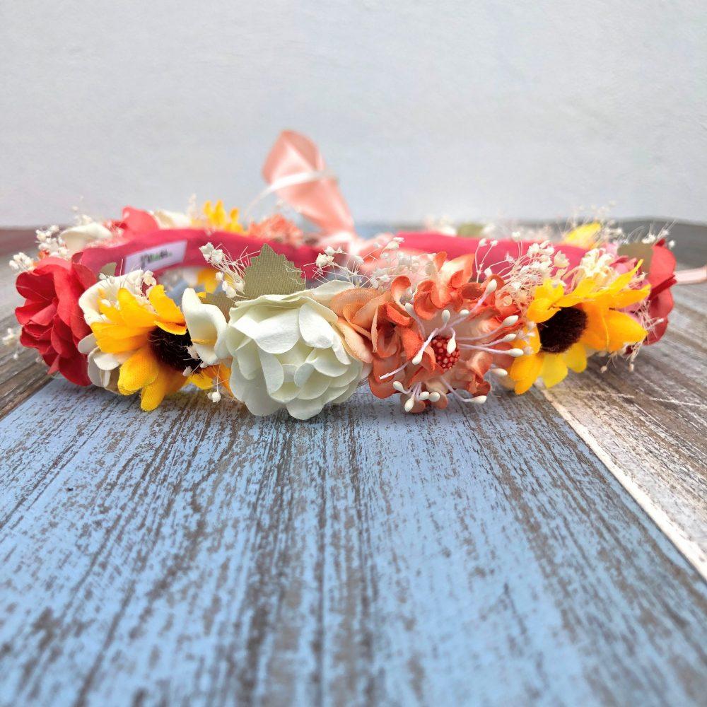 Corona Beige, Anaranjado, Amarillo y Coral con Flores
