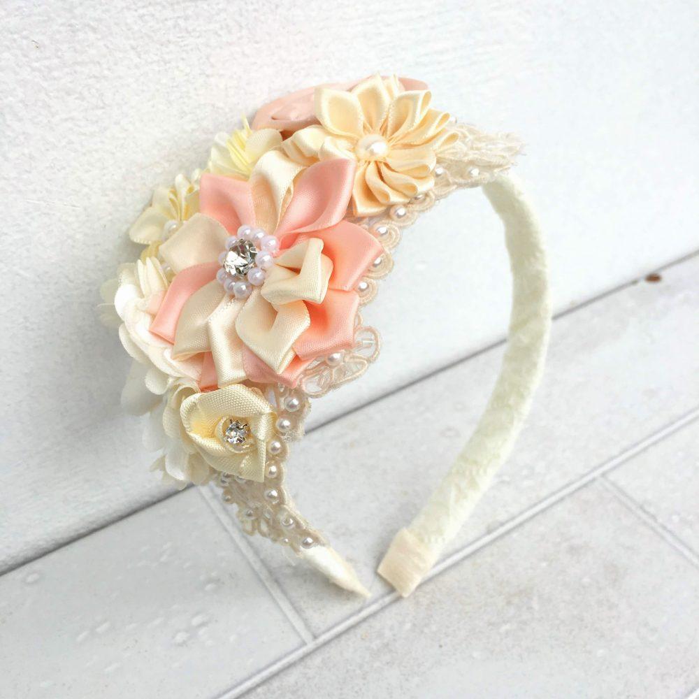 Diadema Beige de Flores Alejandra