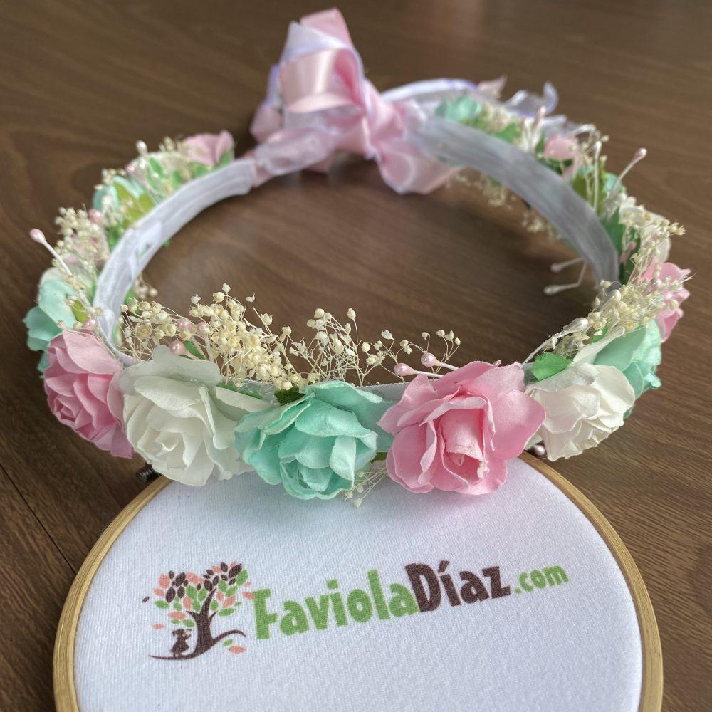 Corona Blanca, Rosada y Menta con Flores